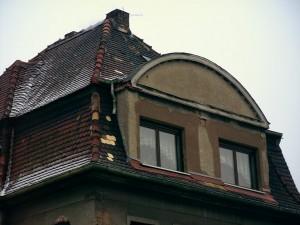 Dachsanierung - Mehrfamilienhaus in Taucha: Vorher
